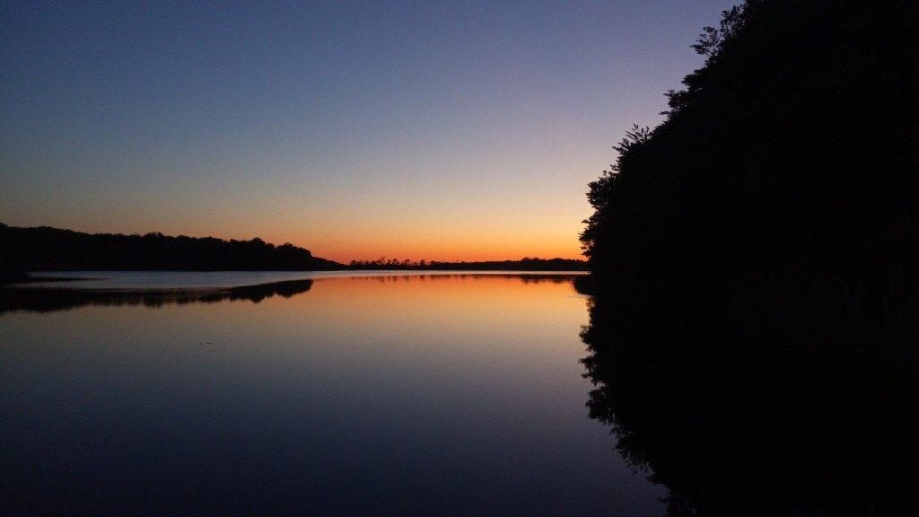 Coucher de soleil sur le lac ...