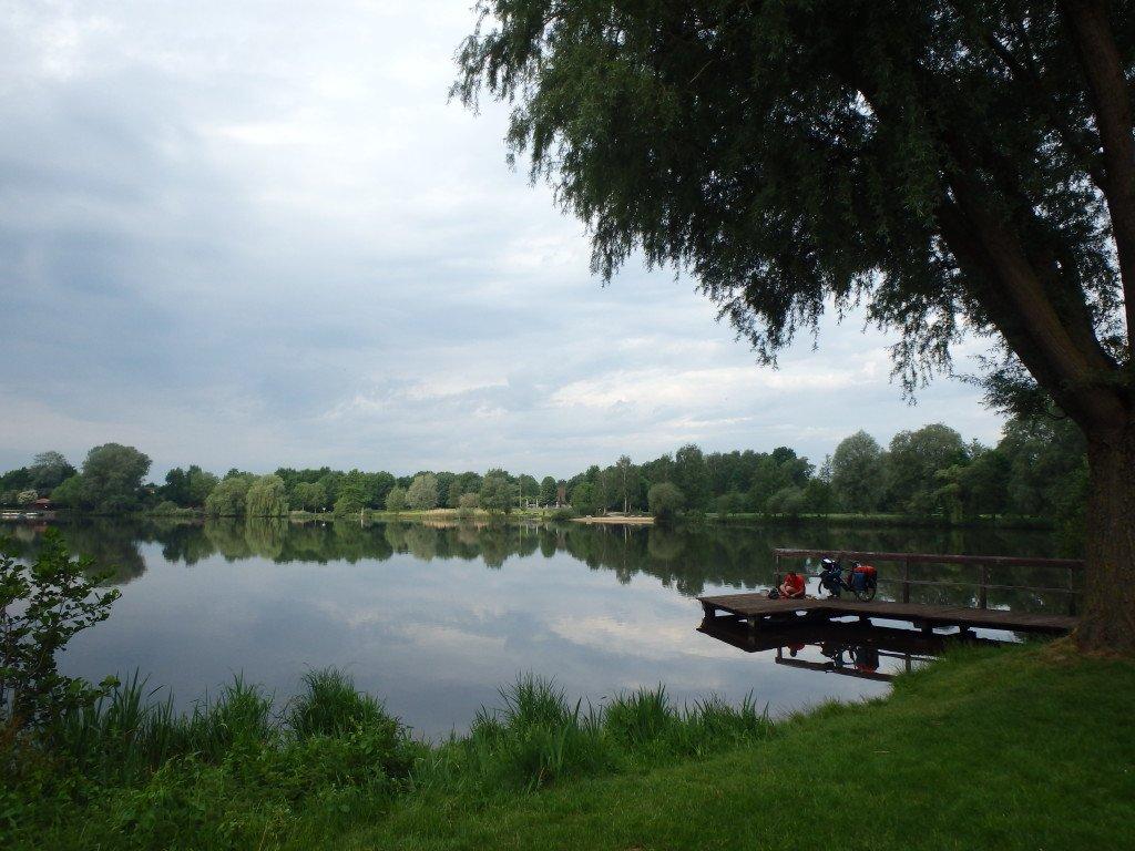Petit déjeuner au bord du lac de ...