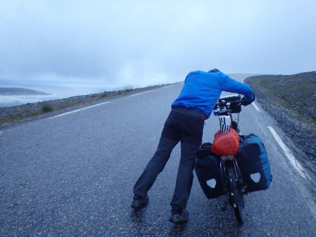 Derniers km à pieds du fait des vents trop forts
