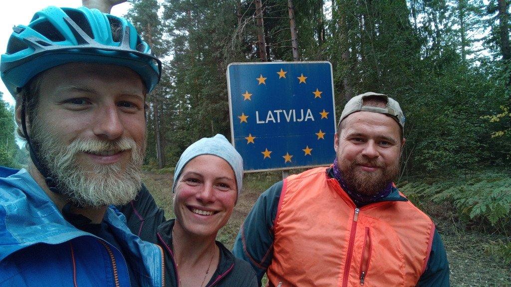 Passage de frontière avec Lennart, notre ami cyclo-voyageur estonien