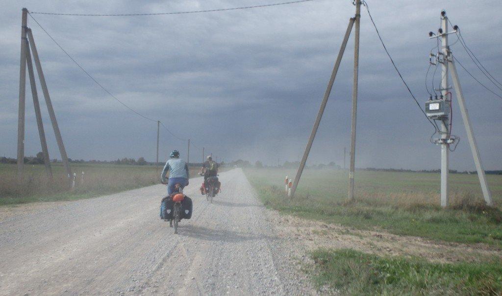 Et lorsque qu'une voiture nous croise, c'est le nuage de poussières assuré!